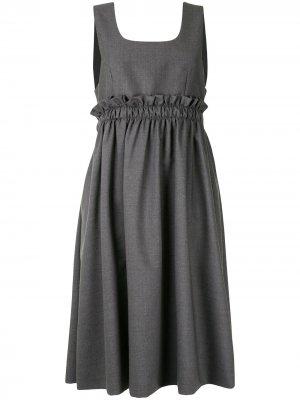 Платье-сарафан длины миди с оборками Comme Des Garçons Noir Kei Ninomiya. Цвет: серый