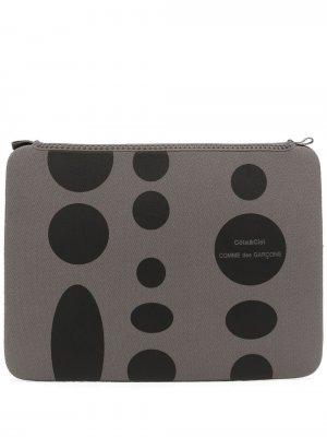 Сумка для ноутбука с геометричным принтом и логотипом Comme Des Garçons Wallet. Цвет: серый