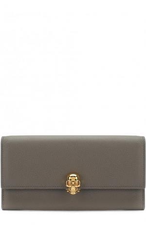 Кожаный кошелек с застежкой в виде черепа Alexander McQueen. Цвет: серый