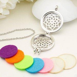 Ожерелье с полой цветочной подвеской ароматерапии 1шт и 7 войлочных прокладок SHEIN. Цвет: серебряные
