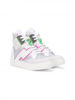 Высокие кроссовки со вставками Cinzia Araia Kids. Цвет: белый