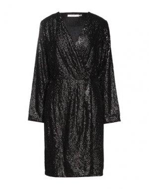 Платье до колена GESTUZ. Цвет: черный