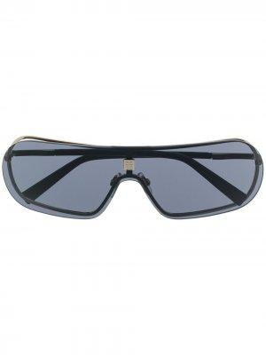Затемненные солнцезащитные очки с металлическим логотипом Givenchy Eyewear. Цвет: серый