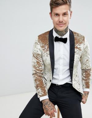 Бархатный супероблегающий смокинг золотистого цвета Twisted Tailor. Цвет: золотой