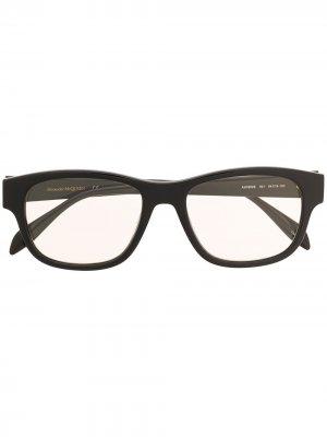 Очки в прямоугольной оправе Alexander McQueen Eyewear. Цвет: черный