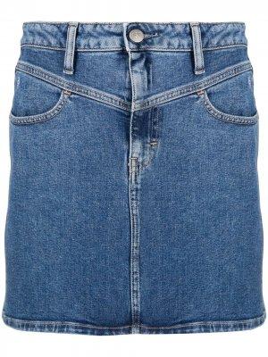 Джинсовая юбка мини с вышитым логотипом Calvin Klein Jeans. Цвет: синий