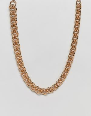 Золотистая массивная короткая цепочка ASOS DESIGN. Цвет: золотой