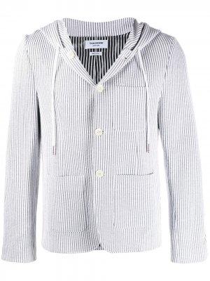 Полосатый пиджак из сирсакера с капюшоном Thom Browne. Цвет: серый