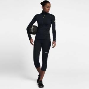 Женские капри для тренинга Pro Nike. Цвет: черный
