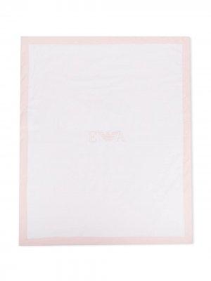 Одеяло с вышитым логотипом Emporio Armani Kids. Цвет: белый
