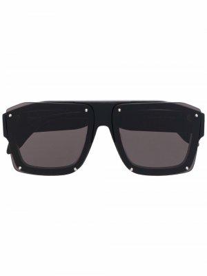 Солнцезащитные очки в массивной оправе Alexander McQueen. Цвет: черный