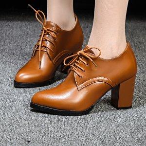 Оксфорды на шнурках массивном каблуке SHEIN. Цвет: коричневые