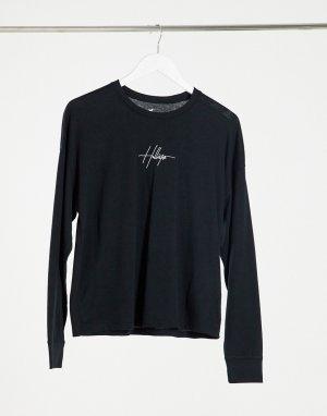 Черный лонгслив с вышитым логотипом на груди Hollister