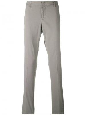 Прямые брюки чинос Dondup. Цвет: серый