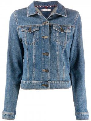 Джинсовая куртка с вышитым логотипом Tommy Hilfiger. Цвет: синий