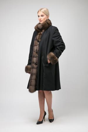 Теплое женское пальто на меху для зимы без капюшона Santini. Цвет: черный