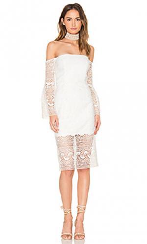 Платье с кружевным узором Bardot. Цвет: белый