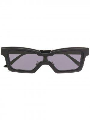 Солнцезащитные очки в квадратной оправе Kuboraum. Цвет: золотистый