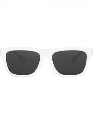 Солнцезащитные очки в квадратной оправе Burberry. Цвет: белый
