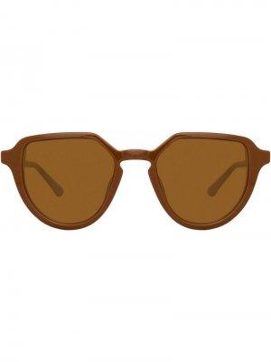 Солнцезащитные очки в овальной оправе Linda Farrow. Цвет: коричневый