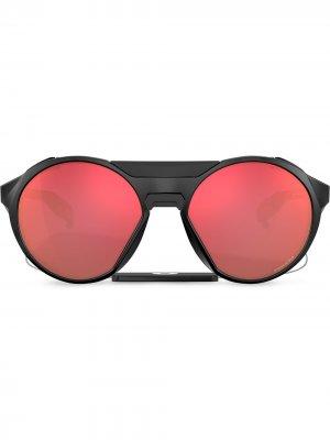 Солнцезащитные очки Clifden с затемненными линзами Oakley. Цвет: черный