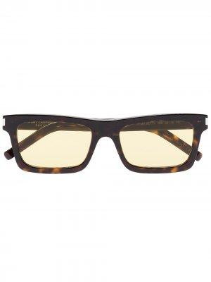Солнцезащитные очки Betty в квадратной оправе Saint Laurent Eyewear. Цвет: коричневый