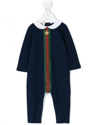 Комплект из комбинезона, шапки и нагрудника Gucci Kids. Цвет: синий