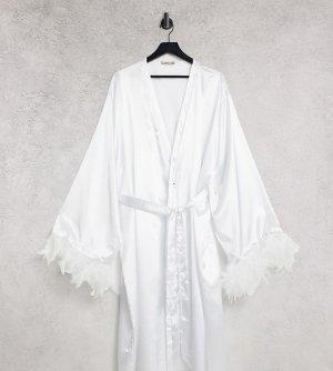 Белый атласный халат со съемной отделкой из искусственных перьев Night Plus