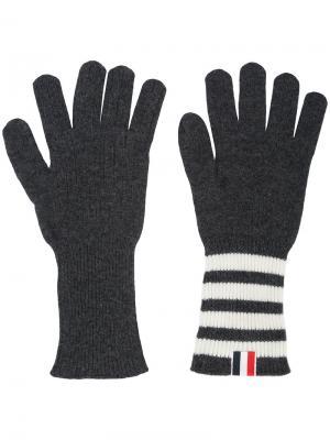 Перчатки в рубчик с полосками Thom Browne. Цвет: серый