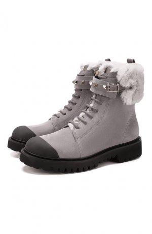 Замшевые ботинки Garavani Rockstud Valentino. Цвет: серый