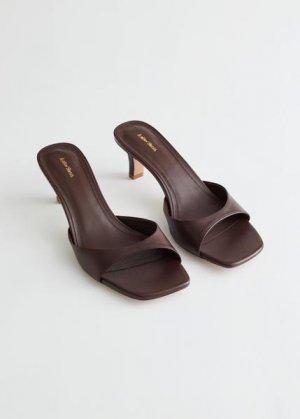 Кожаные босоножки на расклешенном каблуке &Other Stories. Цвет: коричневый