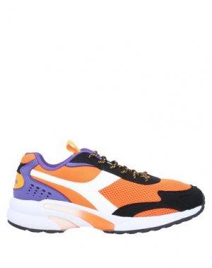 Низкие кеды и кроссовки DIADORA. Цвет: оранжевый