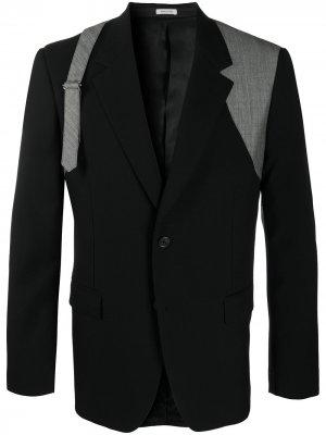 Пиджак с пряжкой Alexander McQueen. Цвет: черный