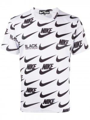 Футболка с логотипом из коллаборации Nike Black Comme Des Garçons. Цвет: белый
