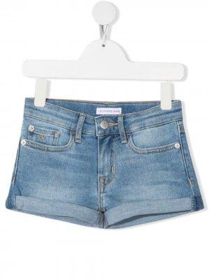 Джинсовые шорты с нашивкой-логотипом Calvin Klein Kids. Цвет: синий