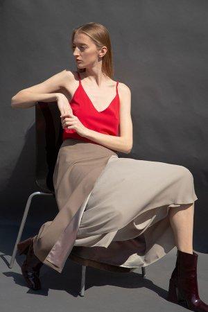 Удлиненная юбка-миди с асимметричной вставкой VASSA&Co. Цвет: бежевый