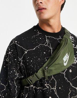 Сумка-кошелек на пояс цвета хаки с переливающимся логотипом Heritage-Зеленый цвет Nike