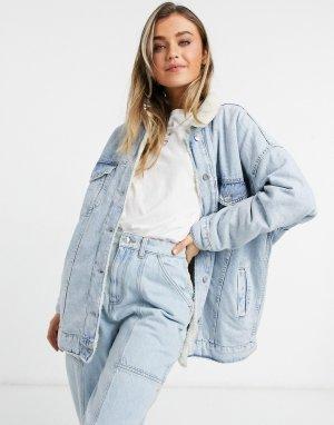 Синяя джинсовая oversized-куртка с отделкой из овчины -Синий Bershka