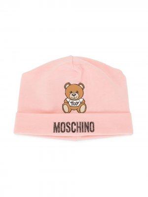 Шапка бини Teddy Toy с логотипом Moschino Kids. Цвет: розовый