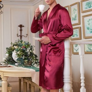 1шт мужской атласный халат с поясом SHEIN. Цвет: бургундия