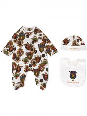 Комплект из пижамы, шапки и нагрудника Dolce & Gabbana Kids. Цвет: коричневый