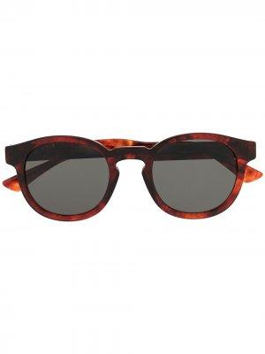 Солнцезащитные очки в круглой оправе черепаховой расцветки Gucci Eyewear. Цвет: красный