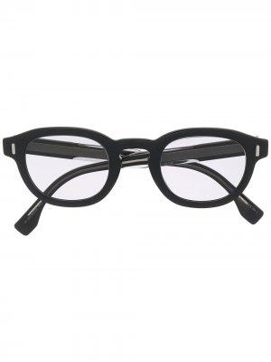 Солнцезащитные очки в круглой оправе с логотипом Fendi Eyewear. Цвет: черный
