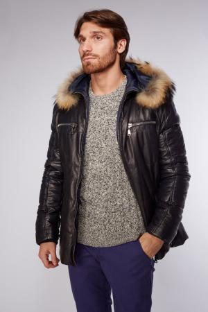 Мужская кожаная куртка с мехом енота и капюшоном AFG. Цвет: синий
