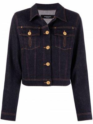 Джинсовая куртка с контрастной строчкой Versace. Цвет: синий