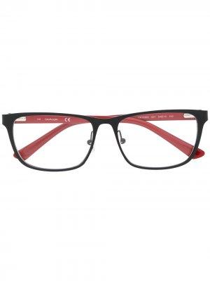 Очки в прямоугольной оправе Calvin Klein. Цвет: красный