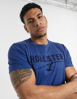 Темно-синяя однотонная меланжевая футболка из технологичного материала с логотипом -Темно-синий Hollister