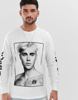 Свободный лонгслив с принтом \Justin Bieber\ спереди и на рукавах -Белый ASOS DESIGN