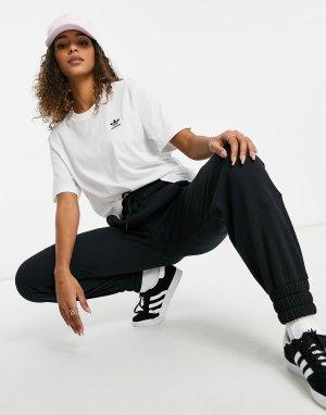 Белая футболка с небольшим логотипом Essential-Белый adidas Originals