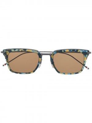 Солнцезащитные очки черепаховой расцветки Thom Browne Eyewear. Цвет: синий
